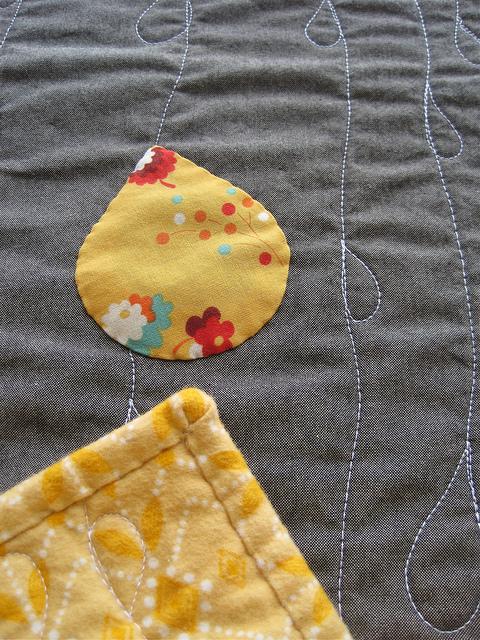 sewkatiedid/sheets of rain whole cloth quilt