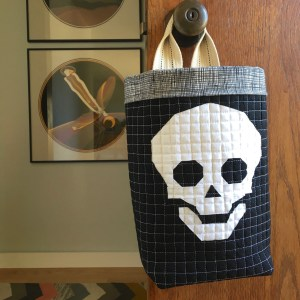 sewkatiedid | quilted/paper pieced trick or treat door bucket