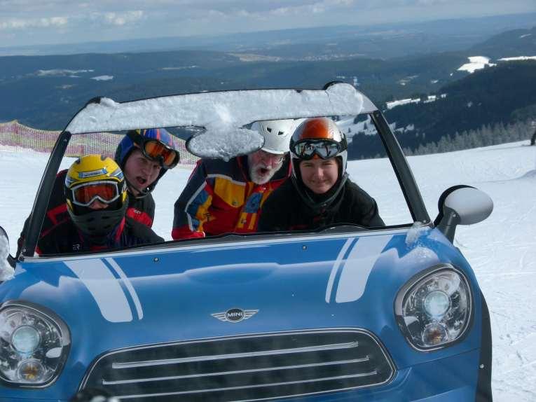 Skiabteilung bei alpinen Skirennen