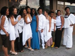During Women in White Weekend, Mother's Day Radio Project founder Shaunelle Curry and collaborators Kelley Nicole, Jimetta Rose and more presented an evening of uplifting music and poetry.  Photo: Wanda Sabir