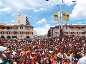 Anti-government protesters fill the streets in the capital of Madagascar, Antananarivo.  Photo: IRIN 