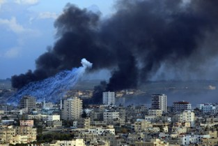 White phosphorus falls as smoke rises Jan. 11 over Gaza City and Jabalia. – Photo: Wissam Nassar, Maan Images