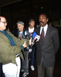 When Pacifica faced similar threats in 1999, thousands of people took to the streets for months outside KPFA in Berkeley. Here, Kahlil Jacobs-Fantauzzi is about to go to trial the following May for obstructing police trying to arrest protesters on July 21, 1999. The only person to go to trial for civil disobedience during the conflicts, Kahlil was probably singled out for his youth and his color, according to supporters. Speakers at a pre-trial rally included popular programmer Davey D and Alameda County Supervisor Keith Carson. – Photo: Berkeley Daily Planet