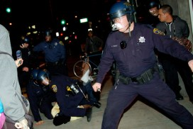 Many of the arrests in Oakland Wednesday were very brutal. – Photo: Brooke, IndyBay