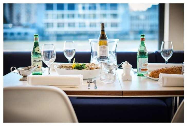 la brasserie riva A table / La Brasserie Riva