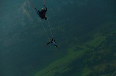 when a paragliding pilot meets a circus girl in the air...