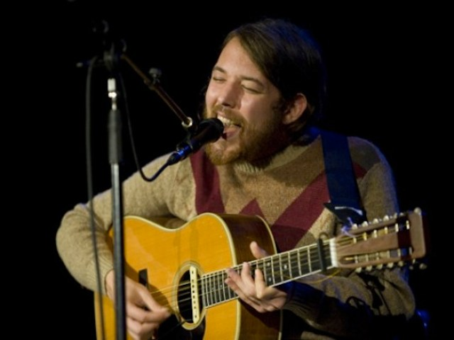 Robin Pecknold Performs Three New Songs in Seattle