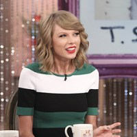 "Taylor Swift Plays ""Which Came First"" on ""The Talk"""