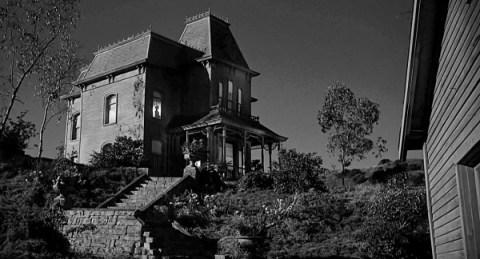 La casa, un elemento más de terror en el film