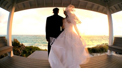 couple-waiting-for-sunset-after-their-island-wedding