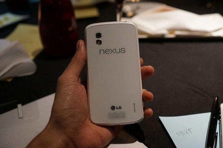 LG-Google-Nexus-4-branco-white-7