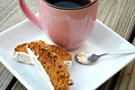 Pumpkin Spice Biscotti: so easy to make and perfect for fall breakfast. Grab your coffee and enjoy