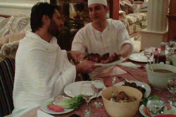Shahid Afridi and Aamir Khan on Dining Table