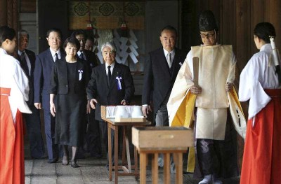 Japanese lawmakers visit the Yasukuni Shrine to pay respect to the war dead on the day of the 69th anniversary of the end of the World War II, in Tokyo , Friday, 15 August 2014. (Photo: AAP)