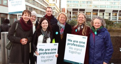 Caroline Lucas, Natalie Bennett, Sian Berry and Jenny Jones with junior doctors in London
