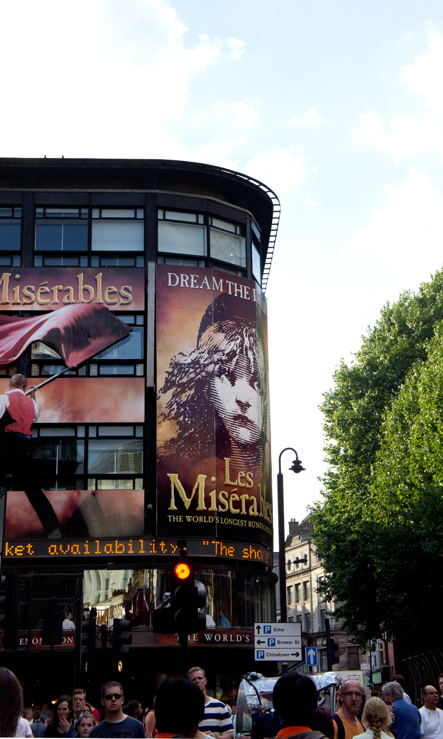 2014-les-miserables-musical-london-uk-01