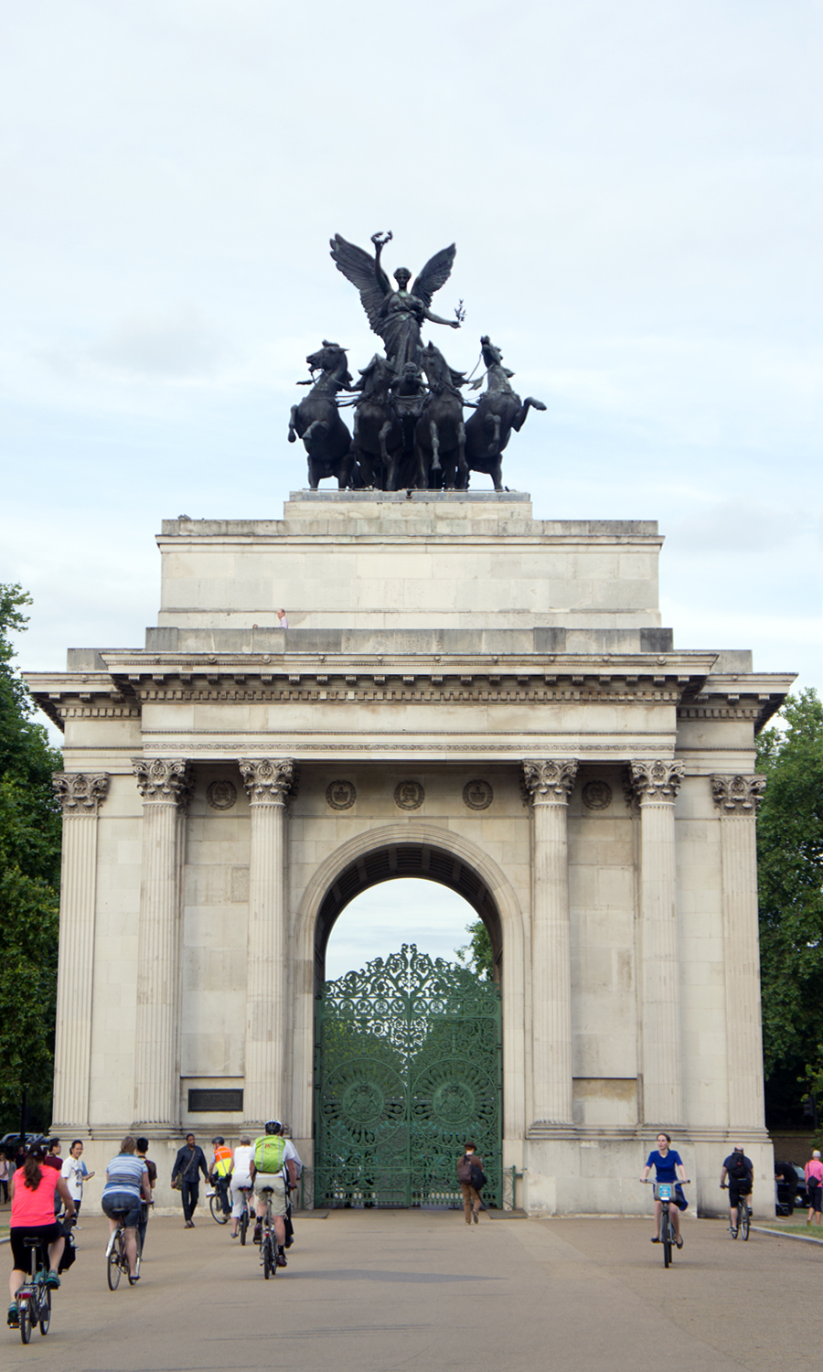 2014-wellington-arch-london-uk-01