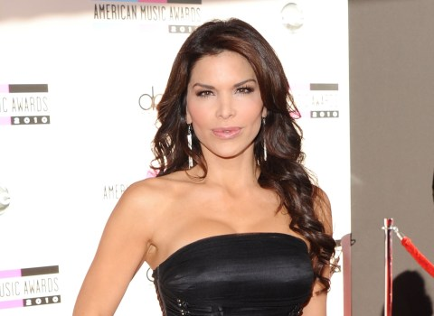 Jeff Bezos still loves Lauren Sanchez, even if she shared his nude selfies, brother says ...