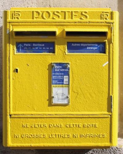 buzon-correos-color-amarillo