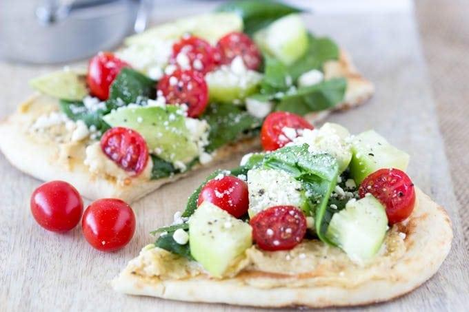 hummus personal pizzas-smplehealthykitchen.com #hummus