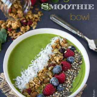 Green Smoothie Bowl {+ a giveaway}