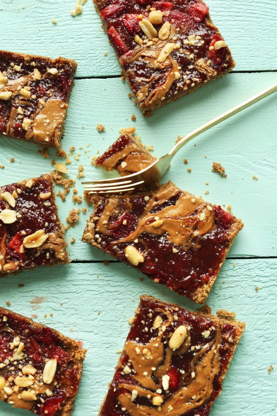 CRAZY-Delicious-Vegan-GF-PBJ-Oat-Bars-8-ingredients-wholesome-SO-delicious-vegan-glutenfree-pbj-snack-healthy