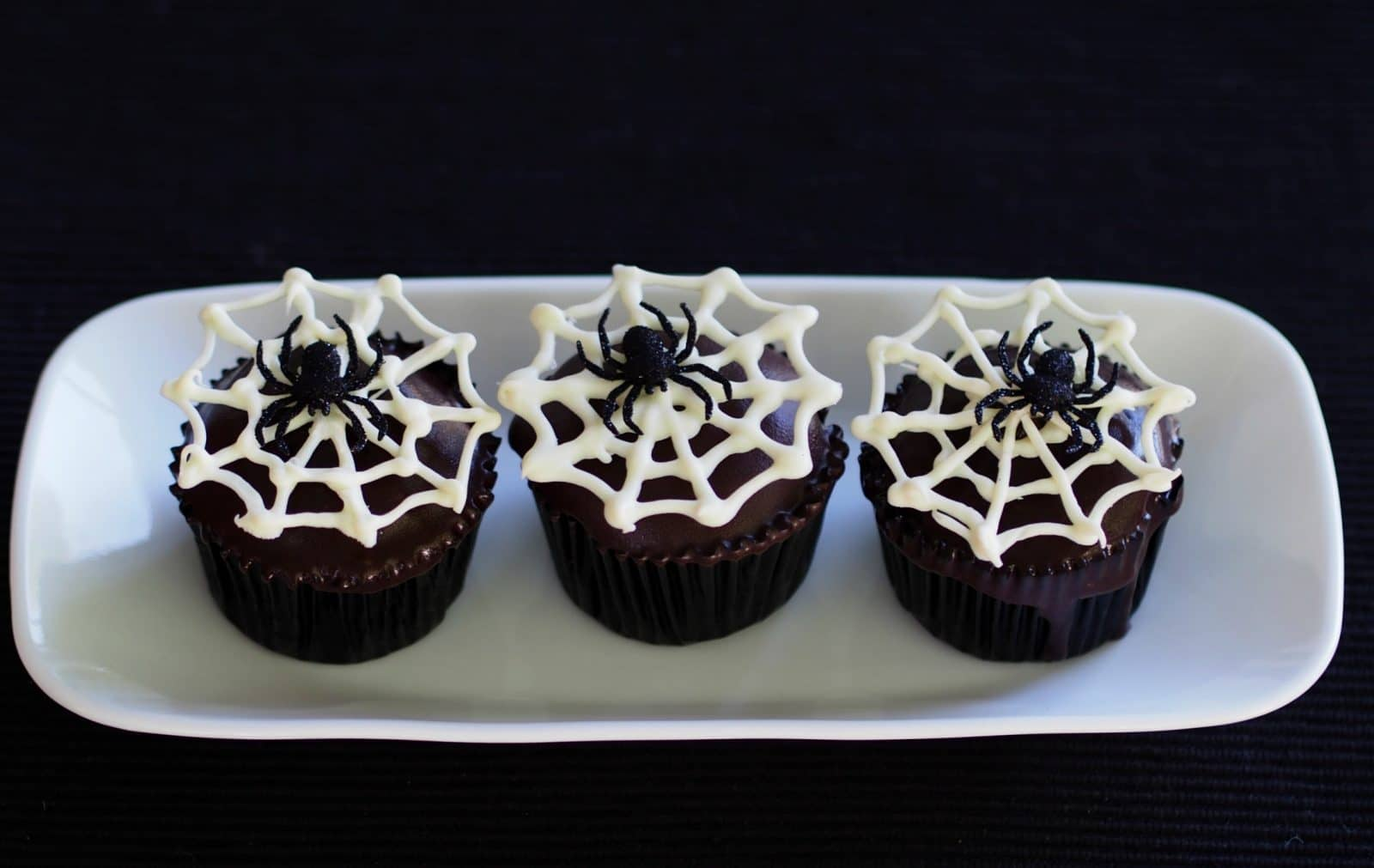 Spider Cupcake; use box cake mix & canned icing to make this easy ...