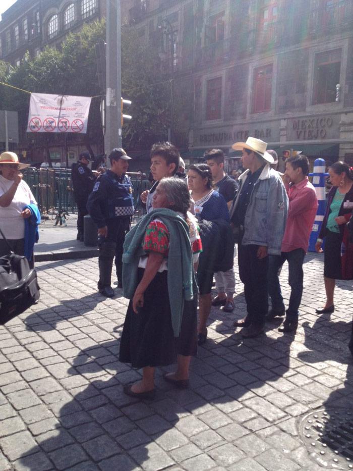 Indígenas y gente de la más humilde fue acarreada. Foto: Dulce Olvera, SinEmbargo
