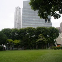 This one remind me a bit of Bryant Park, NY. OK a litlle bit...