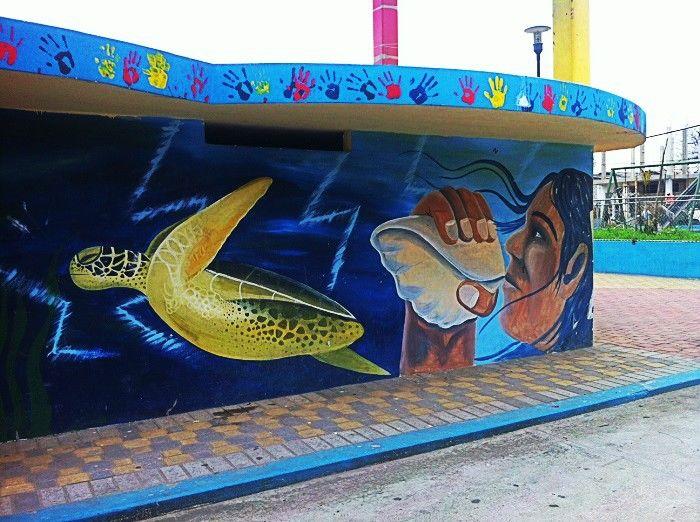 Streert Art en la plaza central de Olon