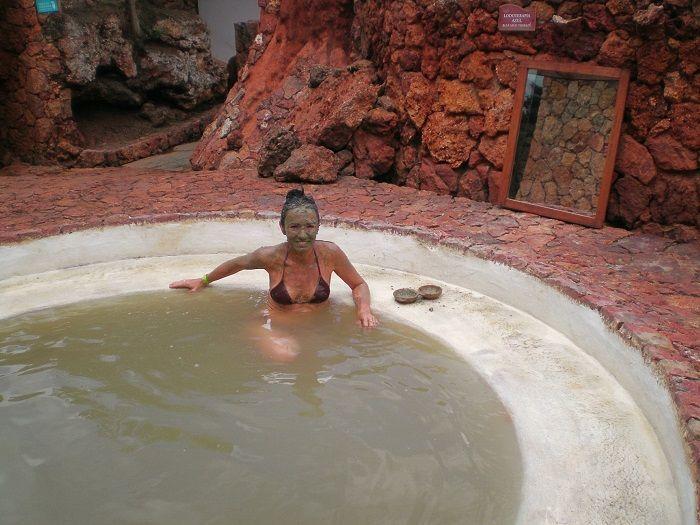 Baño de lodo azul... esto mejora y mejora!