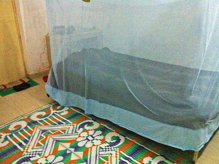 Mi habitación. Cama con colchón y mosquitera!*