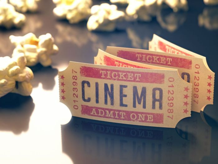 Foto de entradas de cine y palomitas via Shutterstock 10 películas que inspiran a viajar