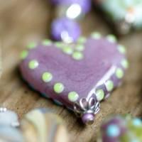 Glasherz violett mit Punkten