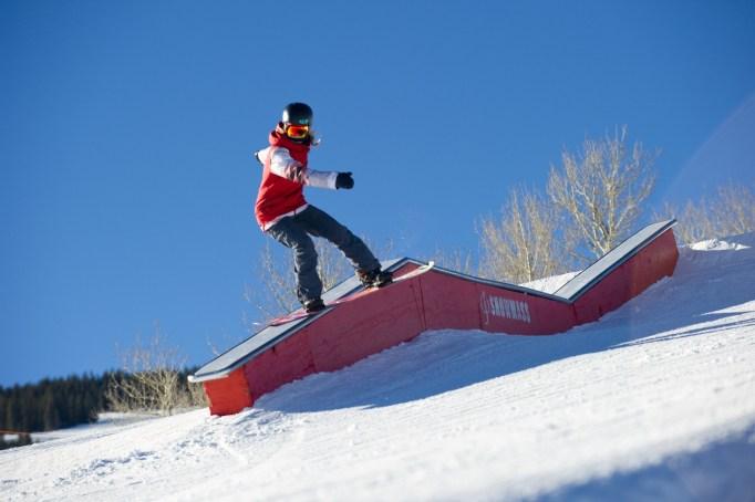 Jordie Karlinski slopestyle snowboarder, Jordie Karlinksi snowboard, female slopestyle snowboarder