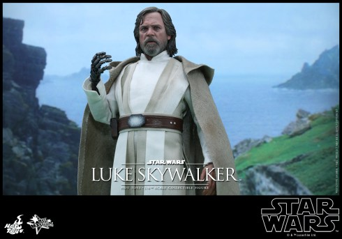 Hot Toys Star Wars: the Force Awakens Luke Skywalker 1/6th Scale Figure
