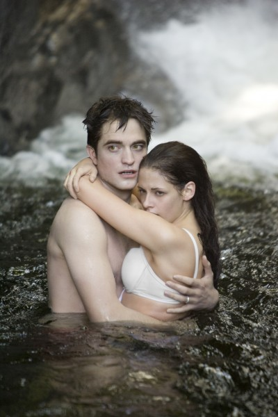 Robert-Pattinson-Kristen-Stewart-Twilight-Saga-Breaking-Dawn-Part-1