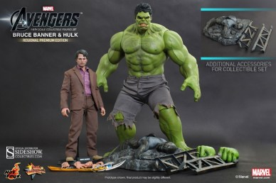Hot Toys Bruce Banner Hulk Sixth Scale Figure hands