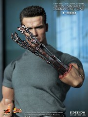 Hot Toys' Terminator 2: Judgment Day: 1/6th scale T800 collectible figure