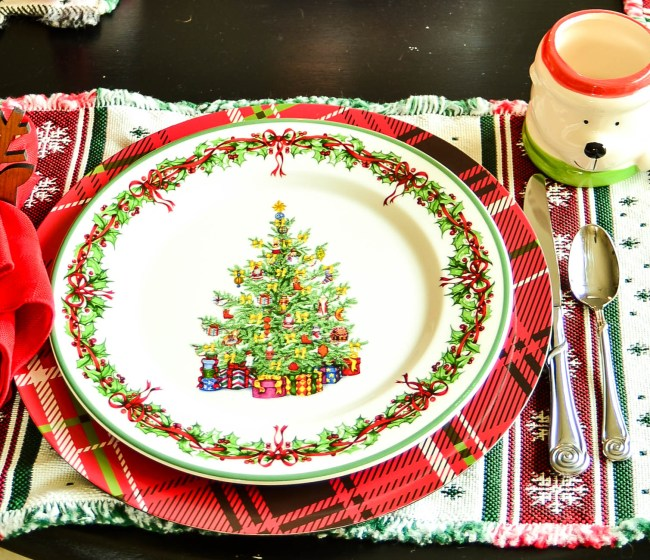 This is a story about a mother who needed an easy Christmas family dinner and how she achieved that through an advent wreath.