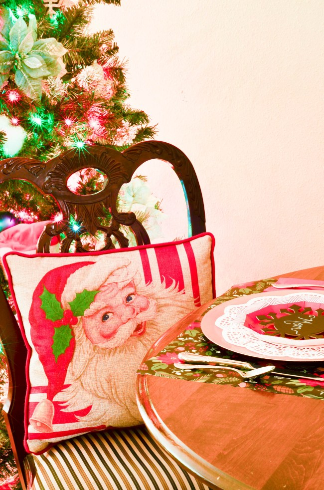 Slightly Coastal-Monthly Tablescape series featuring creative uses for paper plates and wrapping paper.