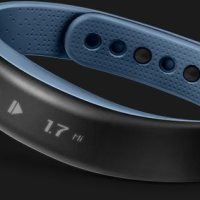 The Garmin Vivosmart Band Synchs Your Phone and Your Ride, Run, and Swim