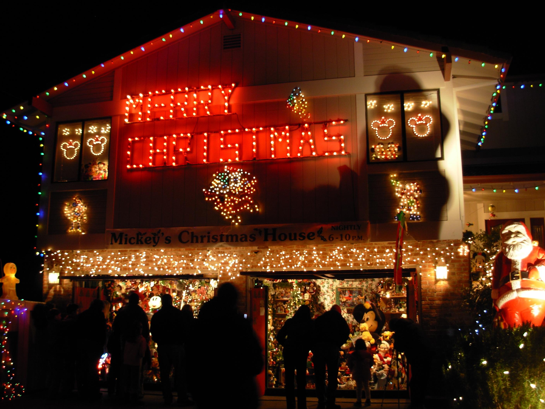 mizes mickey mouse house 417 blackstone drive marinwood - Mickey Mouse Christmas Lights