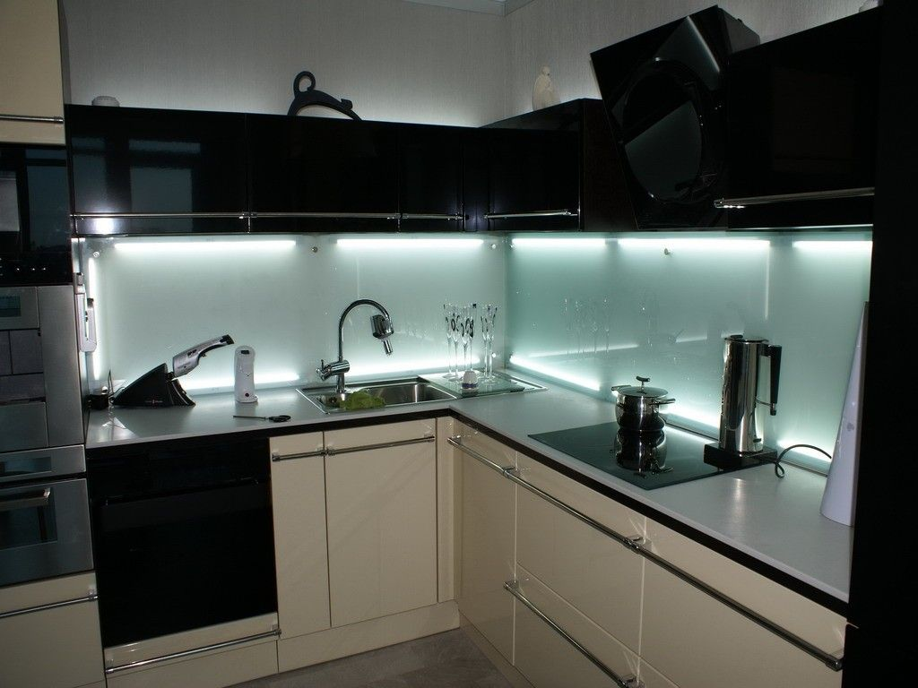modern kitchens glass backsplash design kitchen glass backsplash Black modern kitchens design with skinali backsplash and neon lighting