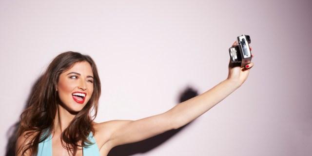 http://i2.wp.com/www.smartworld.it/wp-content/uploads/2014/11/selfie.jpg?resize=640%2C320
