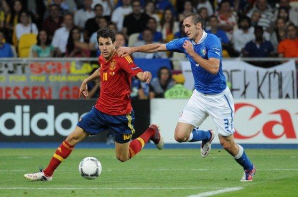 Giorgio Chiellini defending Fabregas