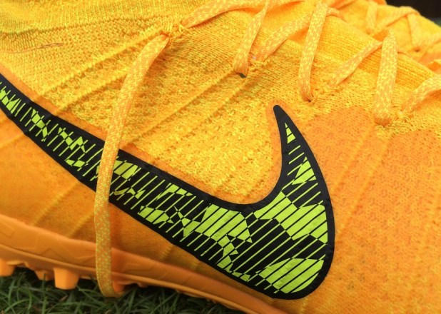 Elastico Superfly Sideview