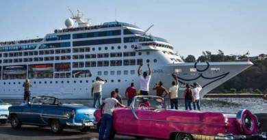 Historic Cuba cruise returns to U.S. with suspected outbreak