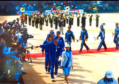 2002アジア競技大会でのメダルセレモニー。画面左はすべて取材陣カメラの砲列がすごい。3トップを擁した韓国は7種目完全優勝を果たす。