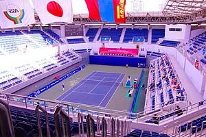 2013天津東アジア競技大会のセンターコート。申し分のない施設だがアザーコートの観戦スペースがゼロ!!センターコートもうまく活用されたとは言い難い。